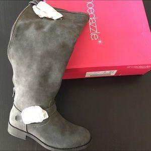 Gray boots shoe dazzle NEW in box.